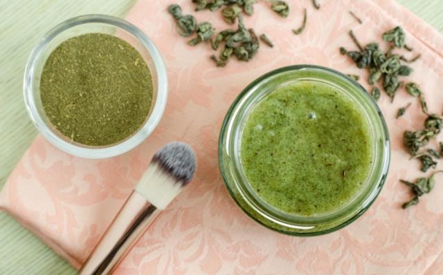 Mascarilla de té verde para una piel suave y sin arrugas