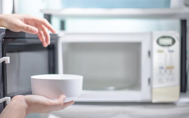 Consejos para mantener impecable tu horno microondas