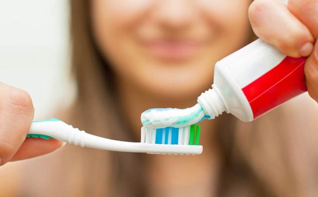 Pasta de dientes sin flúor. ¿Buena o Mala?