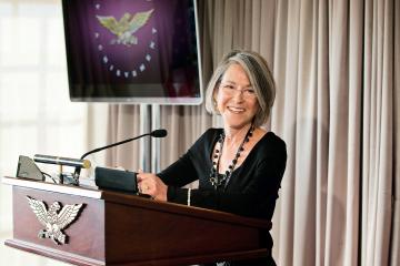 Tres poemas de Louise Glück para que conozcas a la nueva Nobel de Literatura