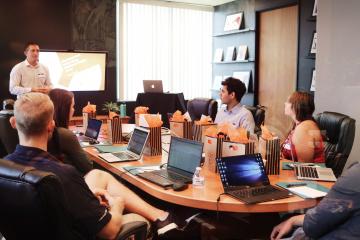 ¿Por qué las empresas prefieren a los empleados que realizan capacitaciones a través de cursos en línea?
