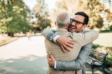 Las razones por las que debes dar y recibir abrazos según la ciencia
