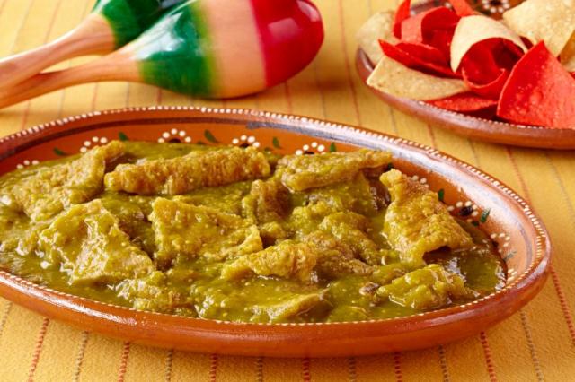 Aprende cómo preparar chicharrón en salsa verde