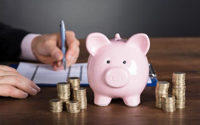 4 Consejos efectivos para ahorrar dinero cada mes y cada vez más.